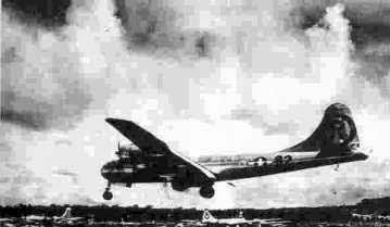 ... و بمب افكن شماره 82 (انولا گي) پس از رها ساختن بمب اتمي بر هيروشيما در پايگاه خود فرود مي آيد