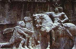 شاپور اول كه ايران را ابرقدرت اول جهان باستان كرد و شهر قزوين را ساخت. والريانوس امپراتور روم كه در جنگ به اسارت ارتش ايران درآمده بود در برابر او به زانو در آمده و التماس مي كند